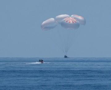 """فضانوردان ناسا با کپسول """"دراگن"""" به زمین باز گشتند + تصاویر"""