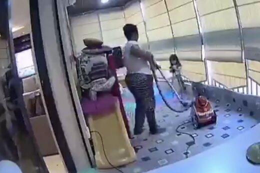 ببینید   تصویری از لحظه نجات یک کودک در انفجار بیروت
