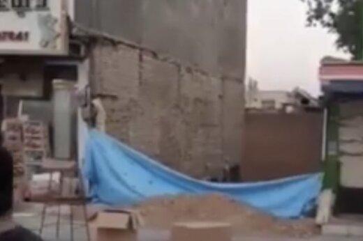 ببینید | ویدئویی وحشتناک از ریزش و آتش سوزی ساختمان دو طبقه در تهران