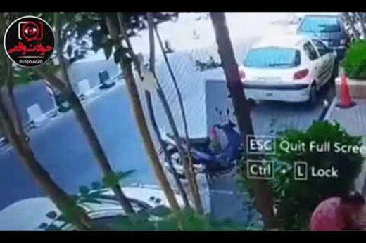 ببینید | حمله سارق موتورسوار به گوشی تلفن همراه یک زن در تهران
