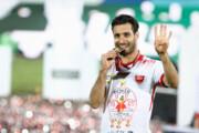 ببینید |  شجاع با شرایطی ویژه جام قهرمانی پرسپولیس را به خانه برد