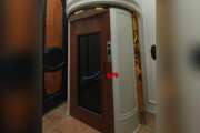 ببینید |  تصویر دیده نشده از آسانسور تعبیه شده در کاخ مرمر