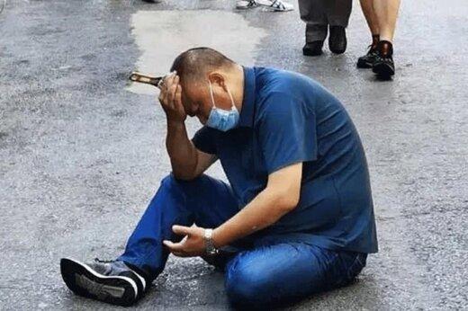 ببینید | سقوط آچار فرانسه از ساختمان 8 طبقه روی سر مرد چینی