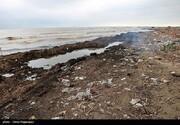 تصاویر | وضعیت زشت و زنندخ از زبالهها در ساحل خزر