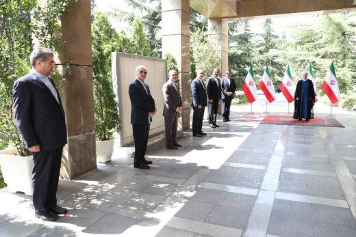 تصویری متفاوت از دیدار دیپلماتیک روحانی با سفرای جدید ایران در ۶ کشور