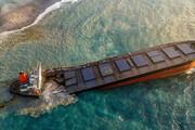 ببینید | کشتی عظیم ژاپنی در ساحل موریس دو تکه شد