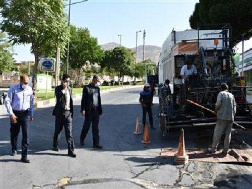 عملیات اجرایی طرح آسفالت حفاظتی برای نخستین بار در شهرکرد آغاز شد
