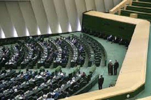 مجمع نمایندگان فارس از ظرفیت نخبگان داخل و خارج از استان استفاده میکند
