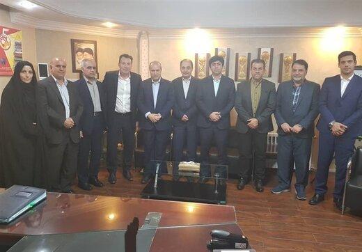 هیئت رئیسه فدراسیون فوتبال با مینیبوس به مجلس رفتند/عکس
