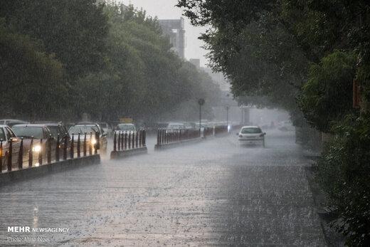 بارندگی در محورهای شمالی/ ترافیک سنگین در محور قزوین-کرج