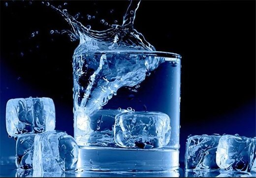 """نوشیدن """"آب یخ"""" علاوه بر ضایعه کبدی باعث این ۲۰ عارضه جدی میشود"""
