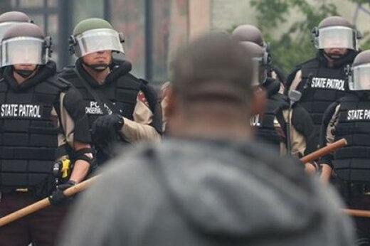 ببینید   هشت تیر پلیس آمریکا به مرد سیاهپوست غیرمسلح در حضور سه فرزندش