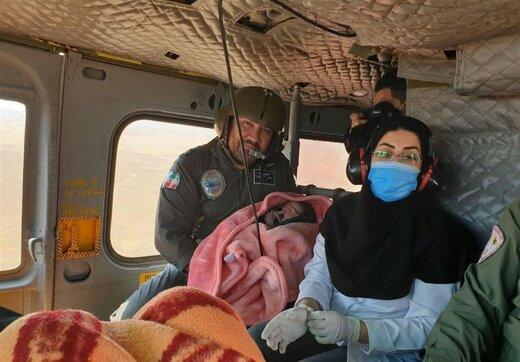 این نوزاد زنجانی در بالگرد امداد ارتش در آسمان متولد شد/ عکس