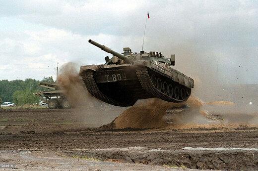 ببینید   پرش با تانک در نمایشگاه نظامی روسیه