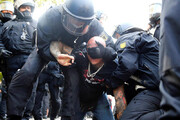 ببینید | حمله خشن پلیس آلمان به تظاهر کنندگان و بازداشت ۳۰۰ نفر