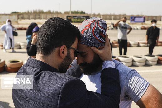 ثبت رکورد جهانی جابجایی کامیون با دندان توسط خواهر و برادر خوزستانی