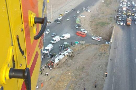 ببینید | واژگونی اتوبوس مسافربری در آزادراه کرج – قزوین