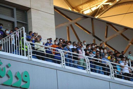 حضور عجیب تماشاگران در ورزشگاه امام رضا(ع)