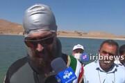 ببینید | رکوردشکنی شناگر مهابادی با دست و پای بسته به یاد غواصان شهید