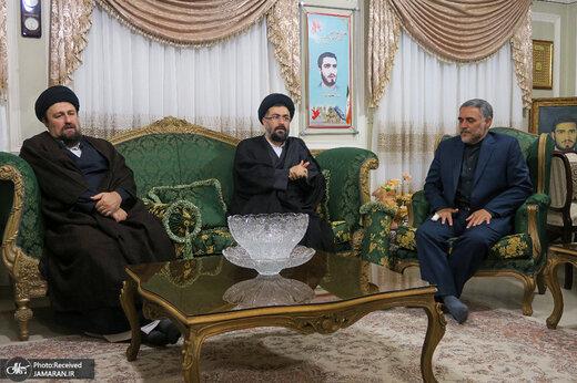 تصویری از سیدحسن خمینی و برادرانش در منزل حاج محمد عرب