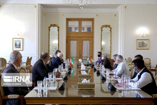 وزيرا الخارجية الايراني والهندي يؤكدان على تعزیز العلاقات الثنائية