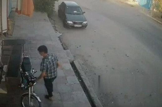 ببینید   لحظه سرقت یک موتورسیکلت در اهواز در چند ثانیه