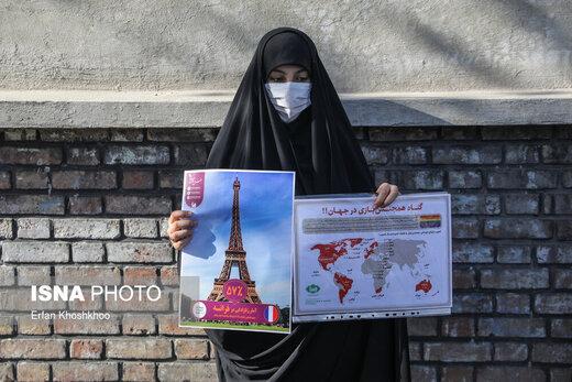 تجمع اعتراضی شهروندان تهرانی مقابل سفارت فرانسه