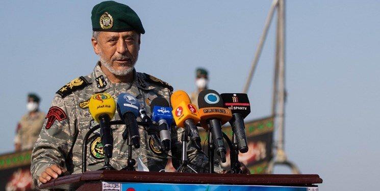 دریادار سیاری: دشمن از توانمندیهای دفاعی ایران ترس دارد
