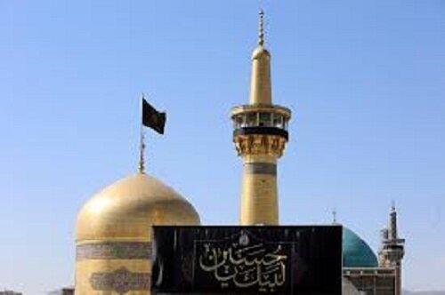 زائران حرم رضوی در سوگ سالروز شهادت امام سجاد(ع)/ صحنهای حرم سیاهپوش شد