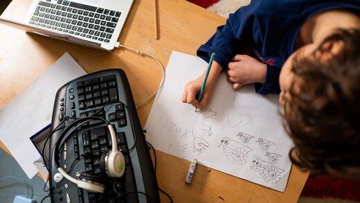 آموزش مجازی شوخی تلخی است | بچه ها قبلا انیمیشن میدیدند حالا مجبورند گوش به فرمان معلم باشند