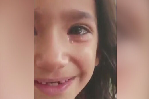 ببینید | تصاویری دلخراش از کودک آزاری با خوراندن فلفل تند