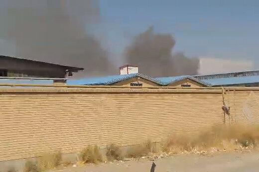 ببینید | یک واحد صنعتی در شهرک صفادشت در چنگال آتش گرفتار شد