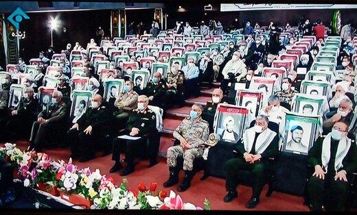 عکسی از دیدار تصویری رهبر انقلاب با رزمندگان دفاع مقدس