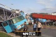 ببینید | سقوط وحشتناک پل عابر پیاده در بهشهر