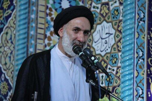 خطیب موقت جمعه شهرکرد: حماسه دفاع مقدس برای نسلهای آینده تبیین شود