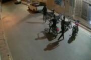 ببینید | سرقت موتورسیکلت مقابل یک مسجد