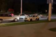 ببینید |  فرار از دست نیروهای امنیتی به کمک تاکسی