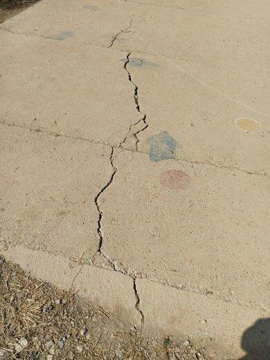 خسارت های وارده به مدرسه ابتدایی اوچران در اثر زلزله