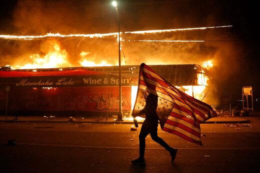 ببینید   برخورد خشن پلیس آمریکا با معترضین باز هم جنجالساز شد