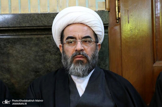 انتقاد تند فاضل لنکرانی از محمود احمدی نژاد: اگر واقعاً انصاف داری سکوت کن /مگر فتنه فقط دعوت به خیابان است؟