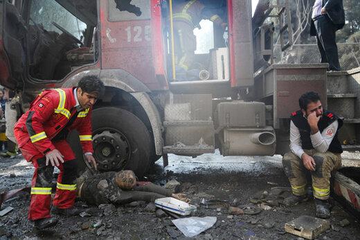 ببینید   آتشنشانی که برای محافظت از مال مردم، جان خود را در پلاسکو از دست داد