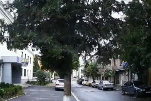 ببینید | لحظهی وحشتناک بمباران منازل شهر «استپاناکرت» توسط ارتش آذربایجان