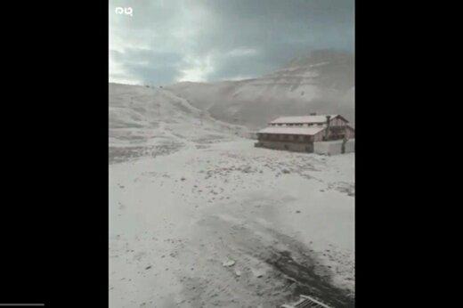 ببینید | اولین برف پاییزی در ارتفاعات توچال