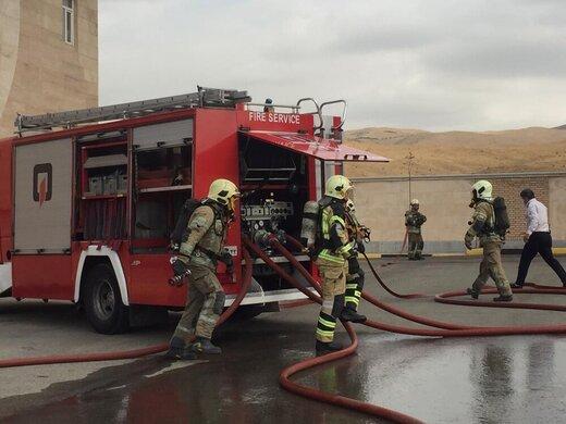 حریق در شهرک صنعتی چهاردانگه/ مصدومیت یک آتشنشان