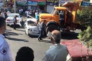 ببینید | ورود کامیون به مغازه پس از در هم کوبیدن پنج خودرو