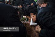 عکس | بوسه ای تلخ برای وداع پسر با خسرو آواز ایران