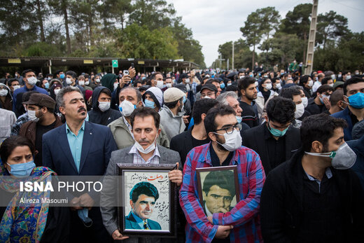 پیکر شجریان پس از اقامه نماز به فرودگاه منتقل شد