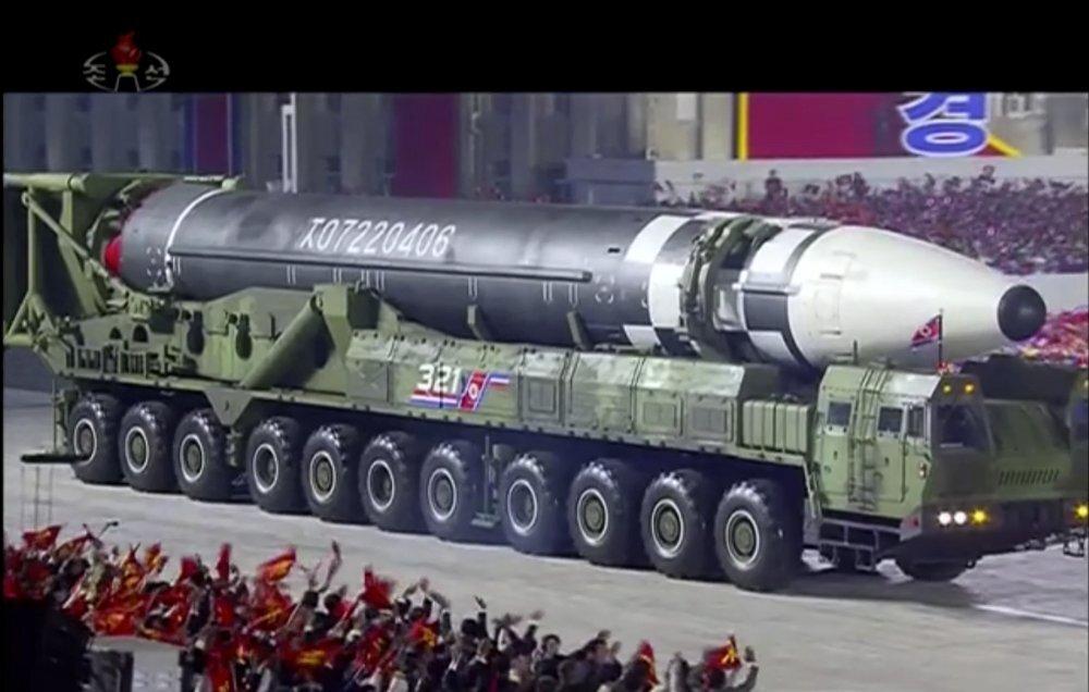 5472873 - کره شمالی از بزرگترین موشک بالستیک قارهپیمای جهان رونمایی کرد+ تصاویر
