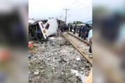ببینید | تصادف مرگبار اتوبوس با قطار در تایلند