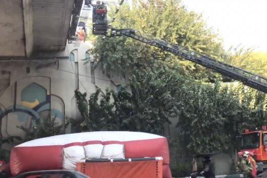 ببینید | خودکشی نافرجام در پل اتوبان مدرس تهران
